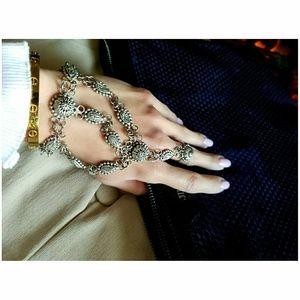 💜 ASOS Tassel Hand Chain Silver Bracelet 💜